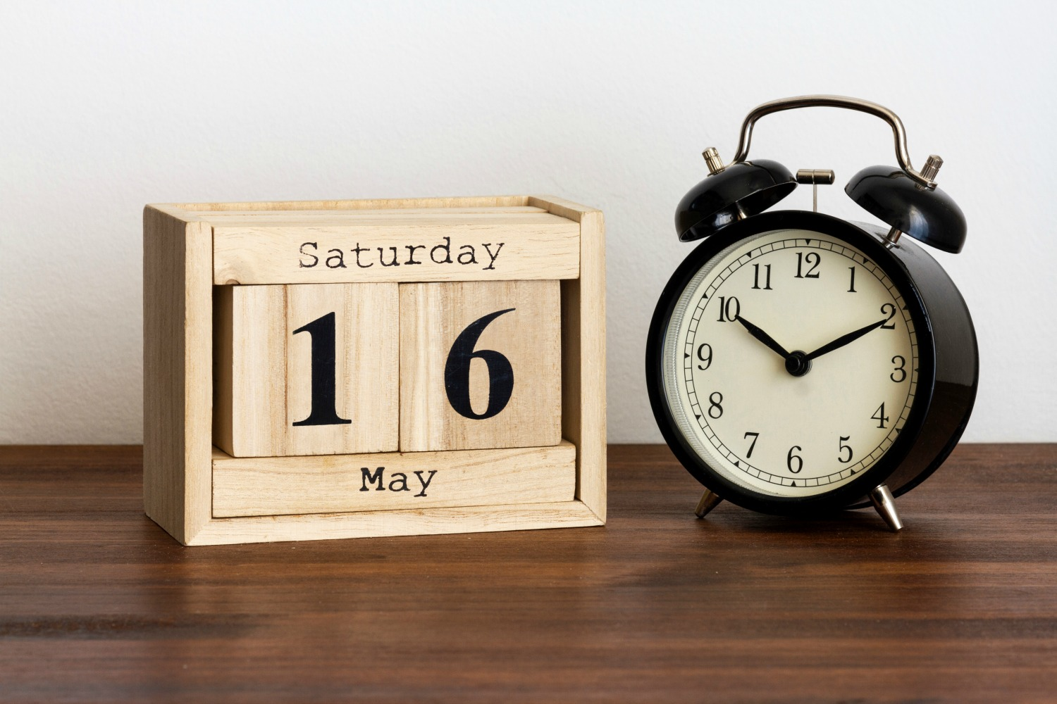 How To Choose A Date For Your Yard Sale… The Best Month, Day & Time For Garage Sales