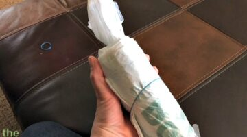How To Roll Plastic Bags Into Small, Self-Dispensing Bundles + Clever Uses For Plastic Shopping Bags