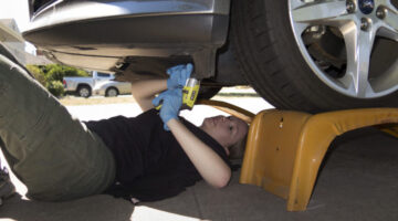 4 Easy Ways To Save Money On Your Car's Oil Changes