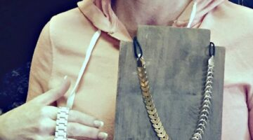 Here's What You Need To Know Before You Sell Vintage Jewelry